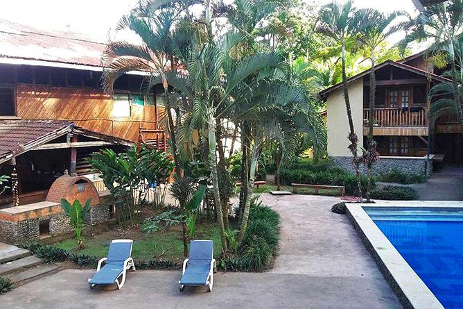Perla Negra Restaurant und Poolbereich
