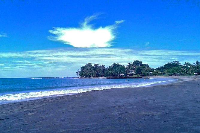 Perla Negra schwarzer Sandstrand Playa Negra