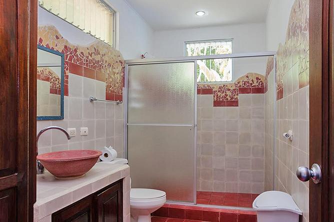 Portasol Rainforest Ocean View Living Casa Cedro Badezimmer