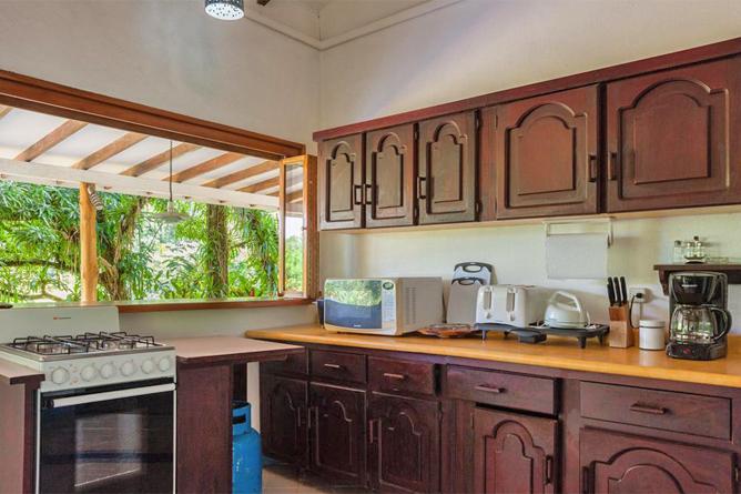 Portasol Rainforest Ocean View Living Casa Cedro Küche