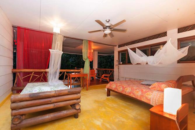 Portasol Rainforest Ocean View Living Casa Colibri Einzelbett und Sofa