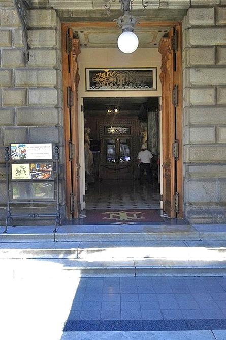 San José Alma de Café Eingang zum Nationaltheater