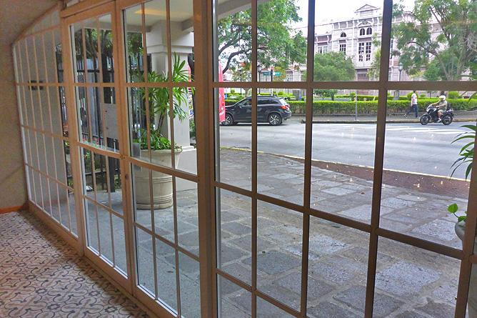 Sleep Inn Blick von Galerie auf Escuela Metálica