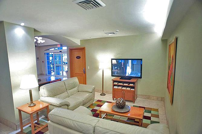 Sleep Inn Lobby mit Fernsehen im Obergeschoss Galerie