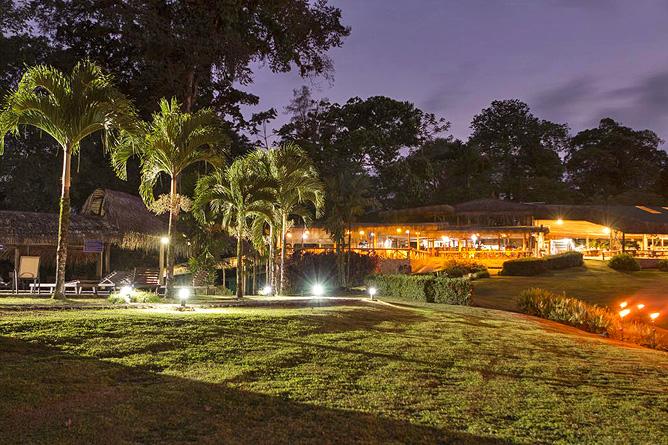 Sueno Azul Hotelanlage Abendstimmung