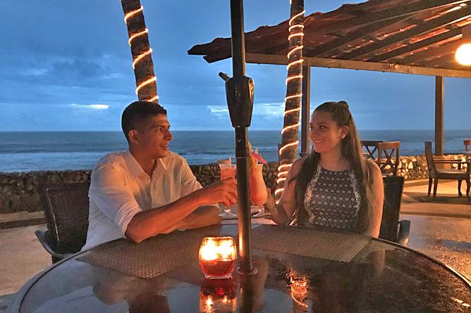 Terazza del Pazifico Restaurant am Strand Abendstimmung