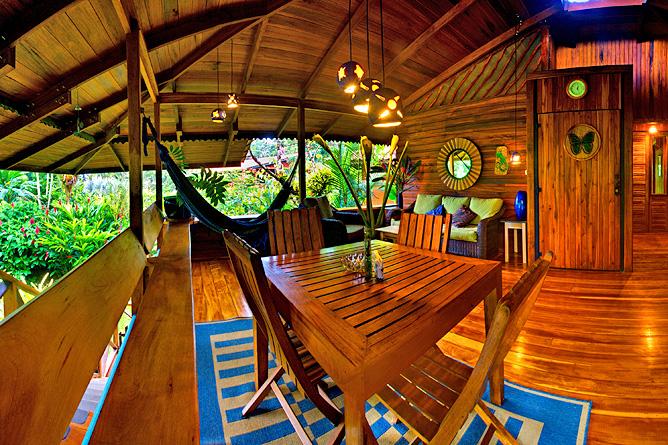 Banana Azul Treehouse Apartment Wohnbereich Terrasse