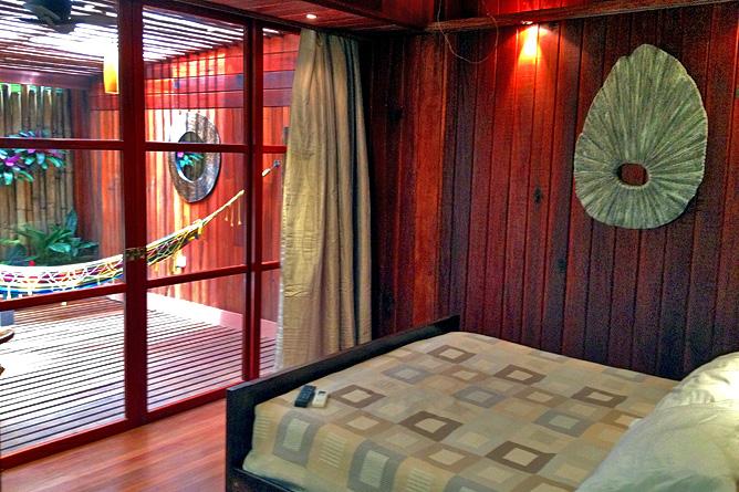 Banana Azul Tropical Bath Suite Schlafbereich