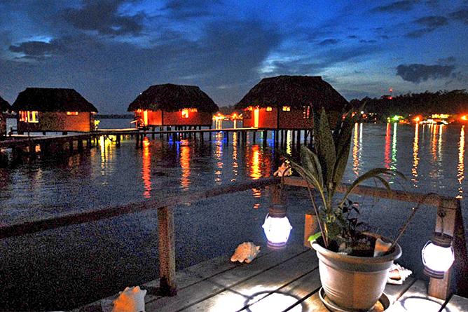Bocas del Toro Bastimiento Hotel Eclipse Nachtstimmung