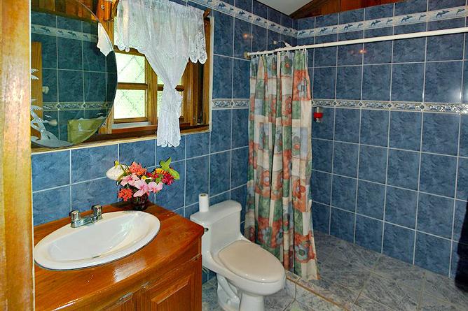 Cabinas Iguana Bugalow Badezimmer