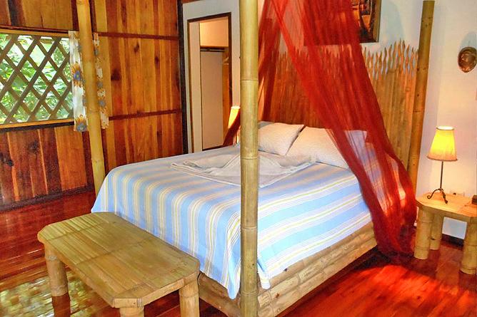 Coral Hill Bungalow Queen Bett aus Bambus