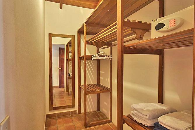 Living Nosara Standard Zimmer Kleiderablage