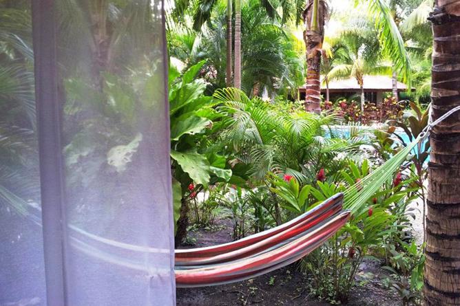 Living Nosara Standard Zimmer Blick in Garten