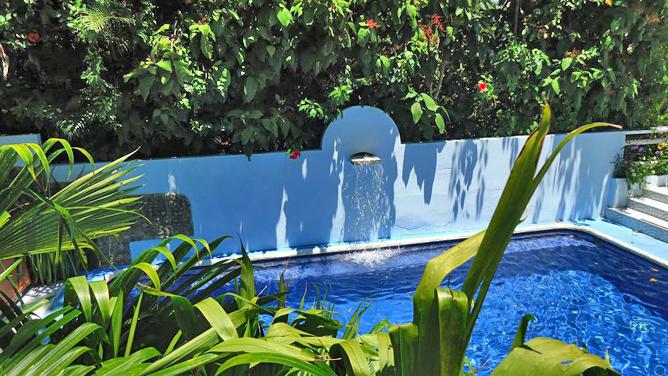 Mandarina Pool und Garten