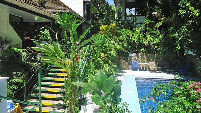 Mandarina Pool und Terrasse