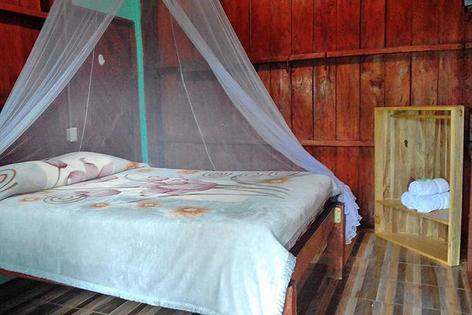 Posada Rio Celeste Bungalow Zimmer Queen Bett