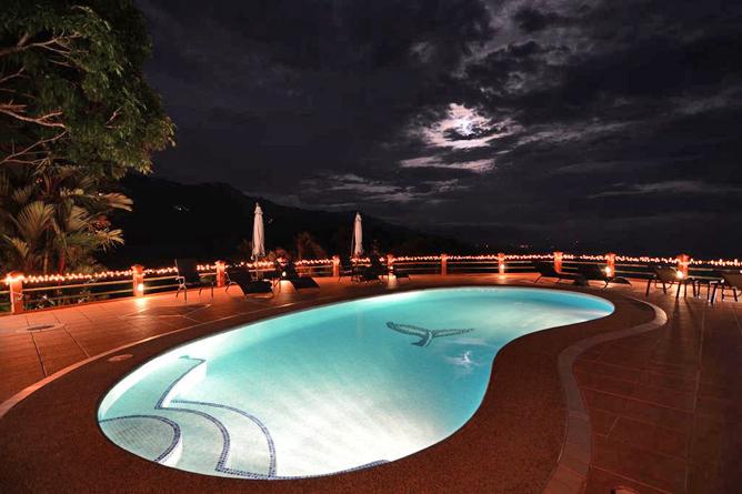 Villas Alturas Pool Abendstimmung