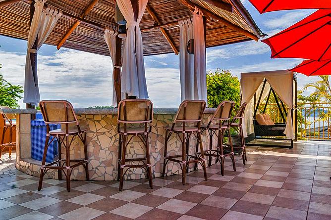 Vista Las Islas Bar