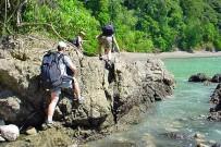 Wanderung über Felsen Küste