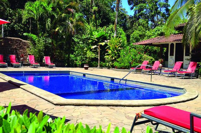 Casa Corcovado Pool mit Liegen