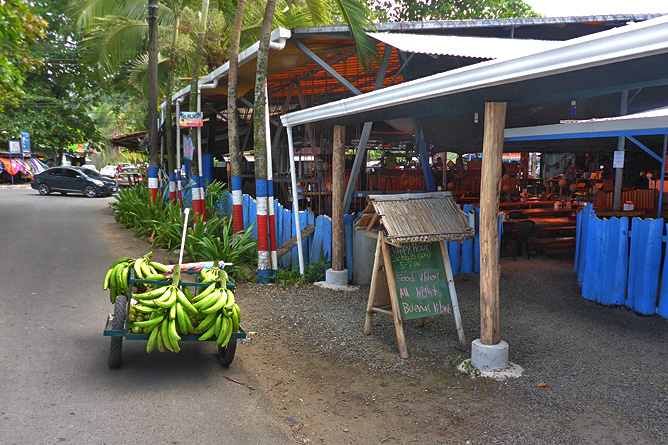 Puerto Viejo Leben im Zentrum Kochbananen Verkäufer
