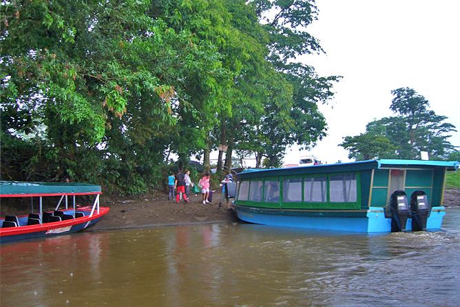 Tortuguero Pavona Bootshafen