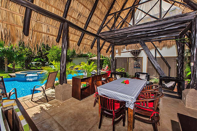 Hacienda JJ Rancho mit Gemeinschaftsküche und Essbereich