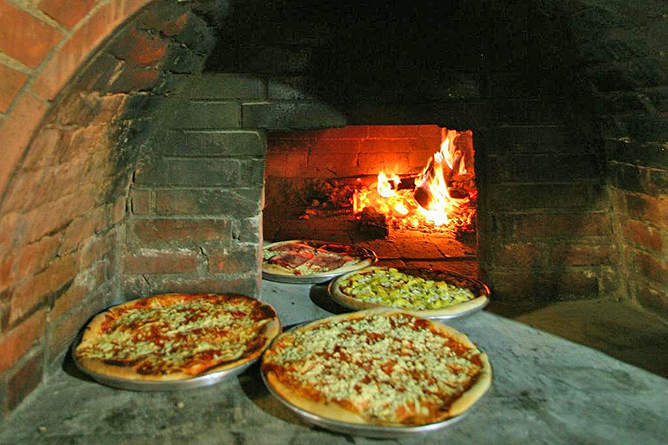 Rancho Margot Restaurant Pizza Ofen
