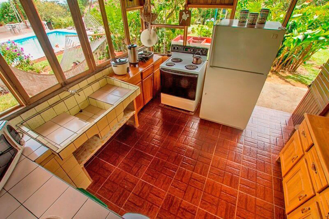 Josipek Rustikales Jungle Haus Küche