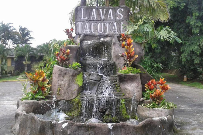 Lavas Tacotal Brunnen im Garten
