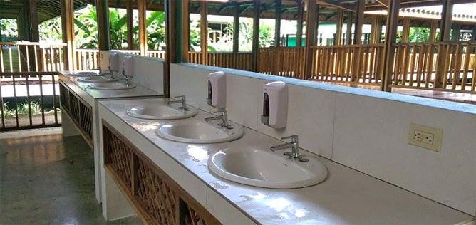 Sirena Station gemeinsamer Waschraum Maro Tours