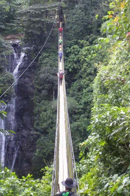 Maro Wandertour Hängebrücke Überquerung