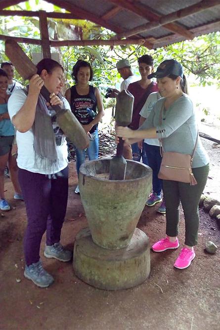 Ngoebe Traditionelle Aktivitäten