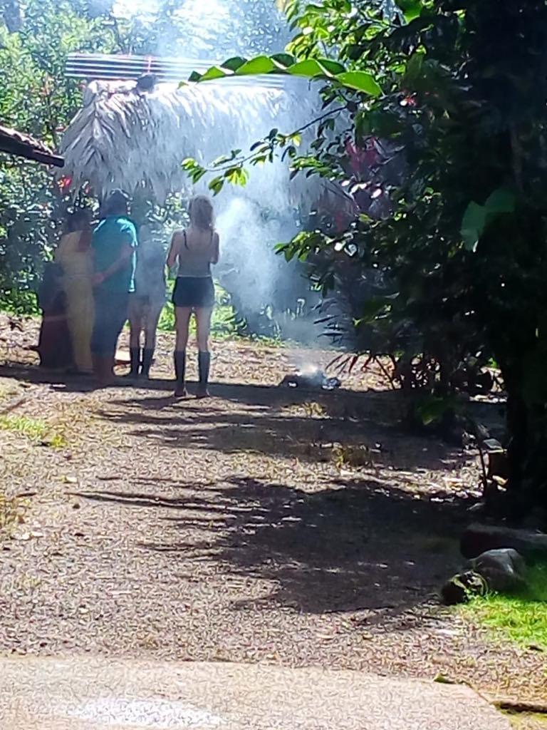 Ngoebe Zeremonie Termiten Räucherung