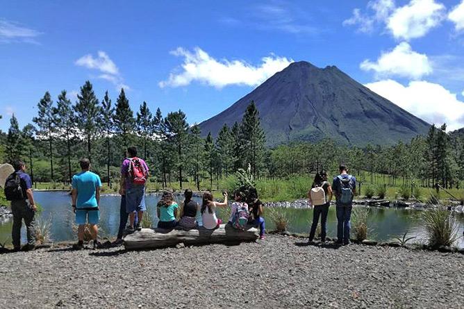 Sonati Vulkan-Arenal-Wanderung mit Jugendlichen