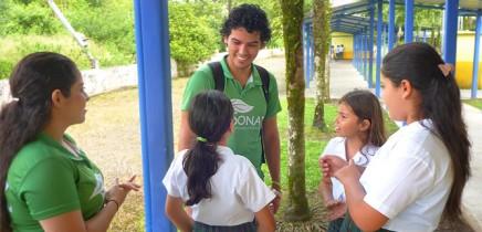 Sonati_Luis-Guillermo-Umwelterzieher_Besuch-in-Santa-Maria-Schule-La-Fortuna_09-11-2018
