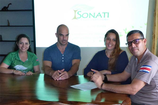 Sonati Unterzeichnung Fördermitgliedschaft Pura Vida Travel