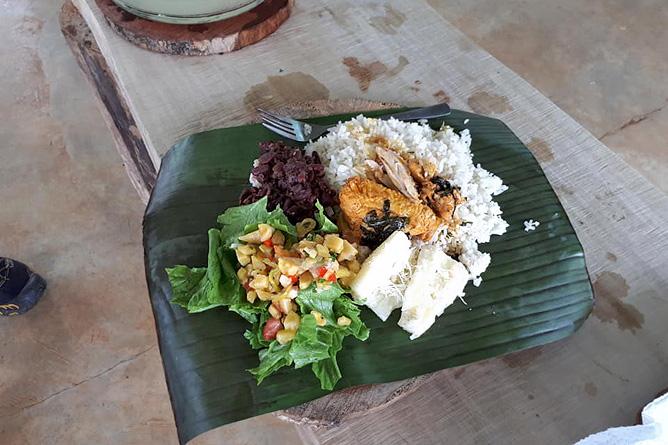Osa Wild Travel Zubereitung einheimischer Gerichte