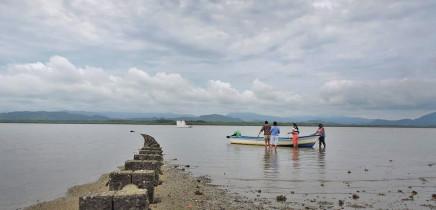 Maro Tours - Insel Chira: Austern Aufzucht