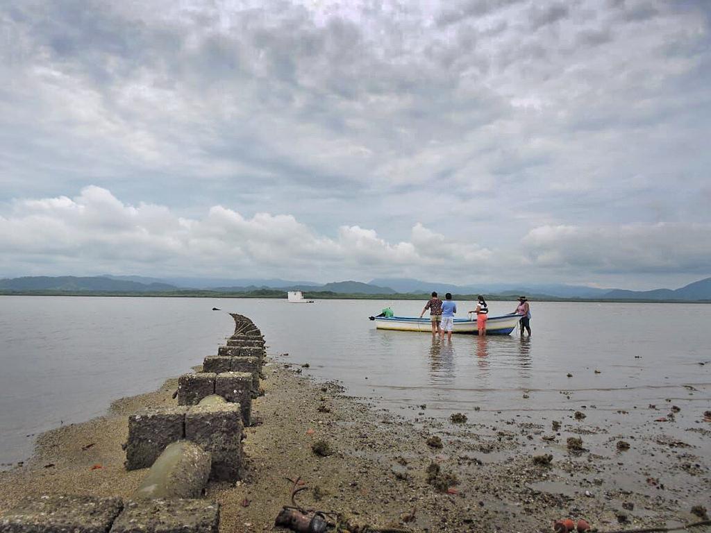 Maro Tours – Insel Chira: Austern Aufzucht