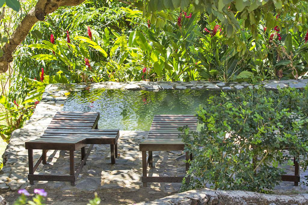 Aroma de Campo Pool mit Liegen