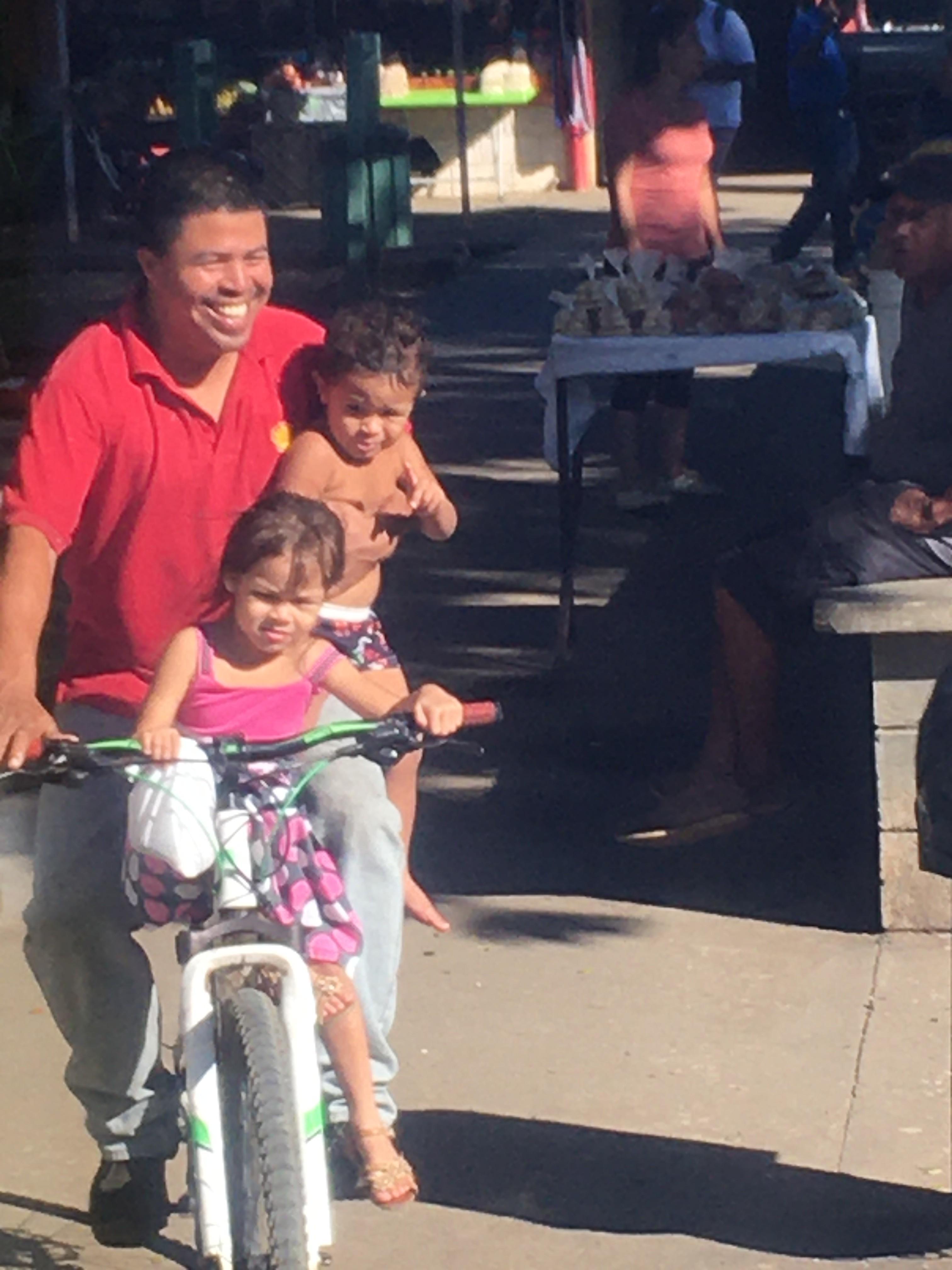 Tico – Vater mit Kindern